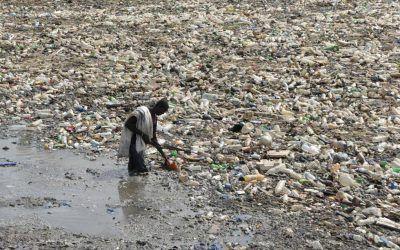 La Tierra y los plásticos